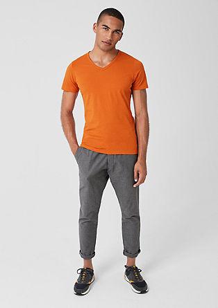 Slim: basic tričko se špičatým výstřihem