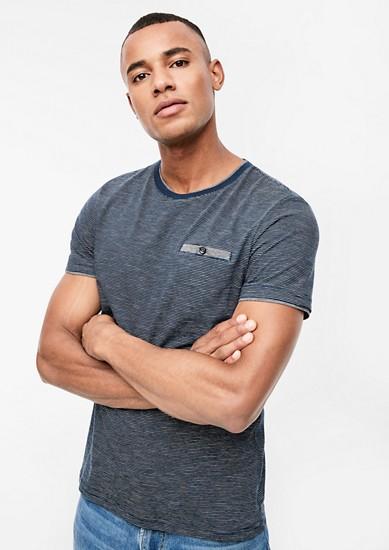 Gestreiftes T-Shirt im Layer-Look