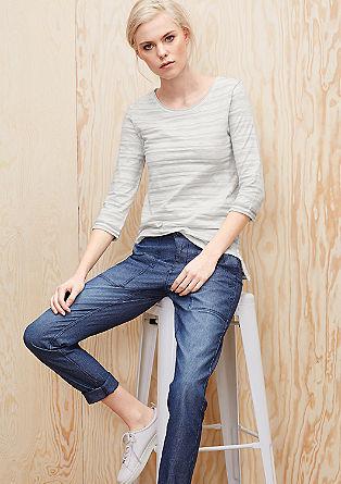 Črtasta majica v videzu narobe obrnjenega oblačila