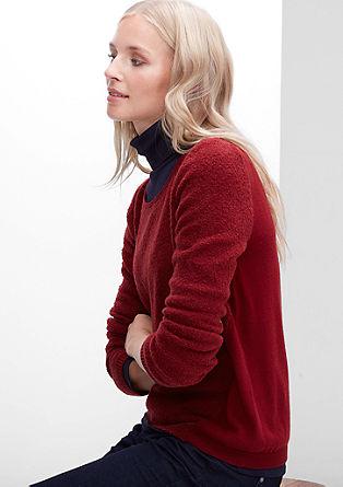 Pulover iz buklejske pletenine