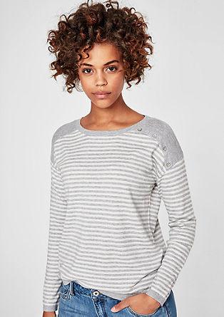Měkký pulovr z jemné pleteniny
