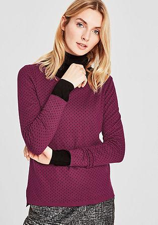 Pulover s pikčastim vzorcem