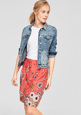 Splývavá květovaná sukně