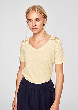 Majica z V-izrezom s čipko