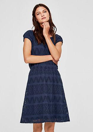 Letní šaty s ažurovým vzorem