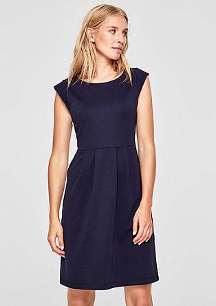 Vypasované šaty zinterlokového žerzeje