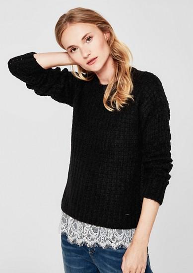 Zachte trui met een ingebreid patroon