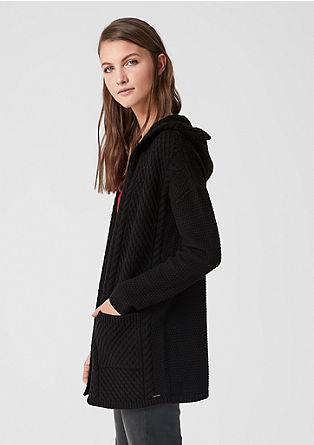 Pletený kabátek skapucí a strukturovaným vzorem