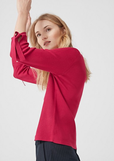 Geribde trui met strikdetails