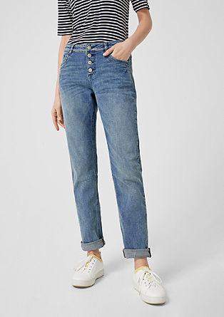 Smart straight: jeans met knopen