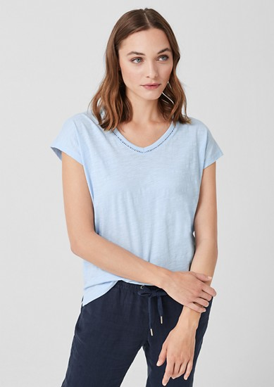 T-Shirt mit dekorativem V-Neck