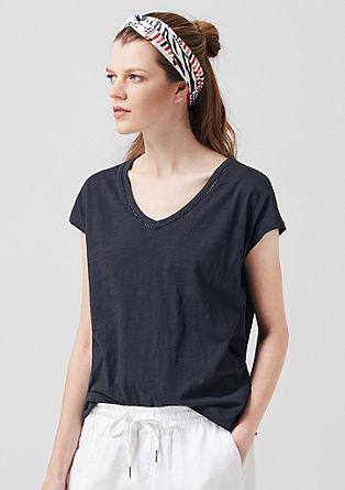 T-Shirt mit dekorativem V-Neck