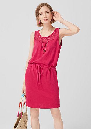 Žerzejové šaty s háčkovanou krajkou