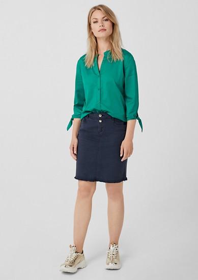 Strečová sukně s roztřepeným spodním okrajem
