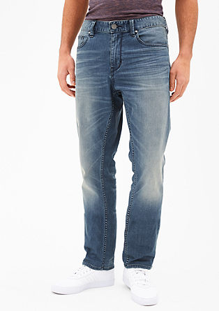 Fit: Scube Relaxed Casual fit Regular-rise waist Comfortable fit around the thighs Straight leg Details: Casual denim with a vintage wash  Subtle whiskering Classic five-pocket design with a zip fly Fabric: Firm, slightly stretchy denim from s.Oliver