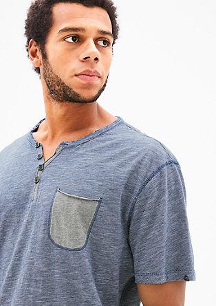 Fein geringeltes Henleyshirt
