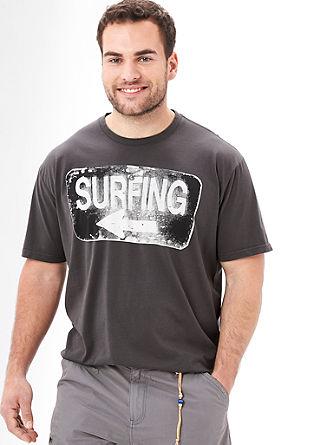 Potiskana majica z motivom surferja