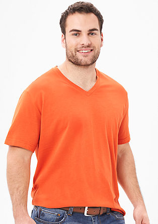Plain-coloured V-neck T-shirt from s.Oliver