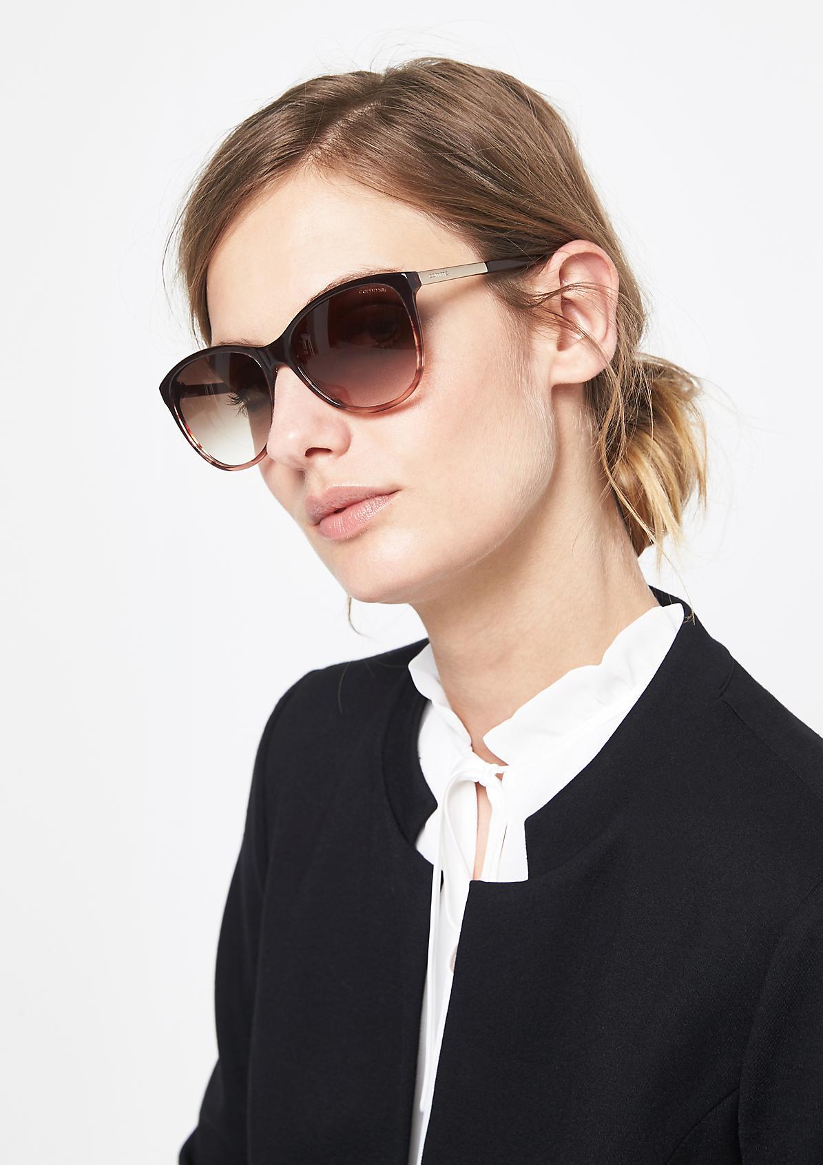 Sportliche Sonnenbrille mit schmalem Augenrand