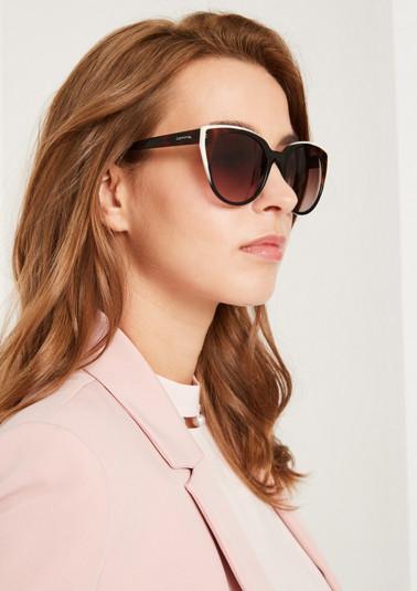 Edle Sonnenbrille mit großen Gläsern