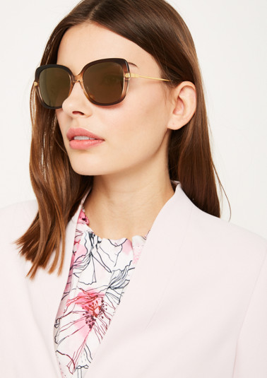 Sonnenbrille mit mehrfarbiger Fassung