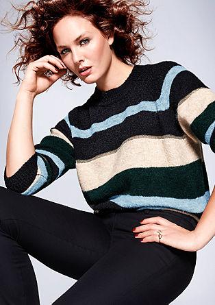 Mehek pulover s črtastim vzorcem