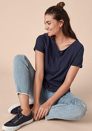 V-Shape-Shirt mit Perlmuttknopf