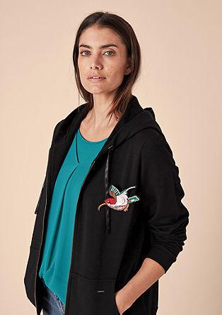 Vest met capuchon en vogelbroche