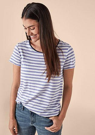 Proužkované tričko skontrastním výstřihem