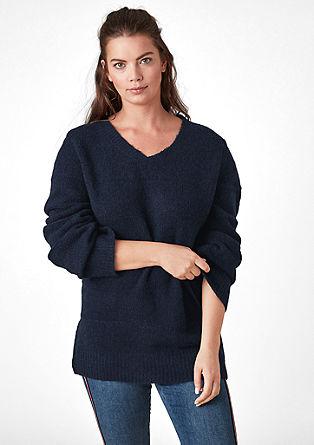 Flauschiger Pullover mit weiten Ärmeln
