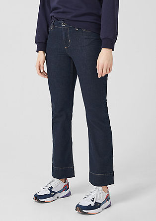Curvy flared leg: donkere jeans