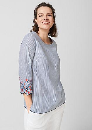 Črtasta bluza z vezenino