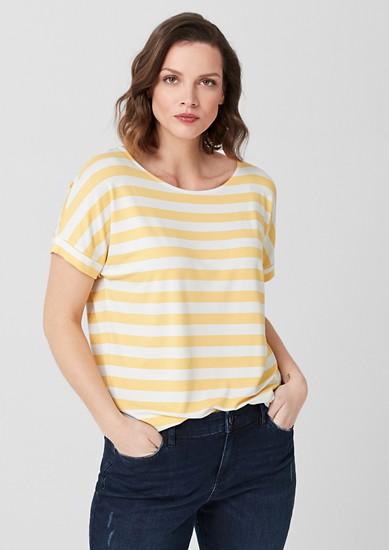 Elastické proužkované tričko zžerzeje