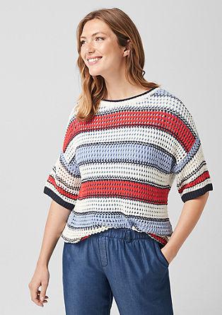 Pleten pulover iz luknjičaste pletenine