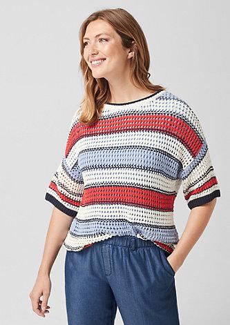 Gestreifter Lochstrick-Pullover