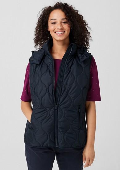 outdoorová vesta s kapucí