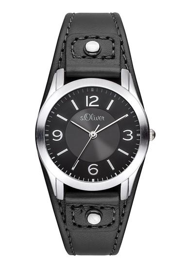 Horloge met een brede leren armband
