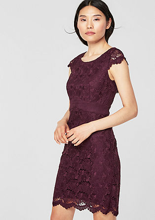 Figure-flattering lace dress from s.Oliver
