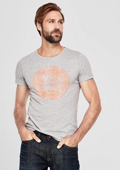 Slim: T-Shirt mit gummiertem Print