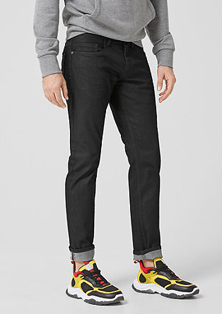 Close Slim: coated jeans from s.Oliver