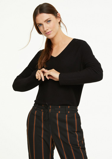 Fine knit V-neck jumper from comma