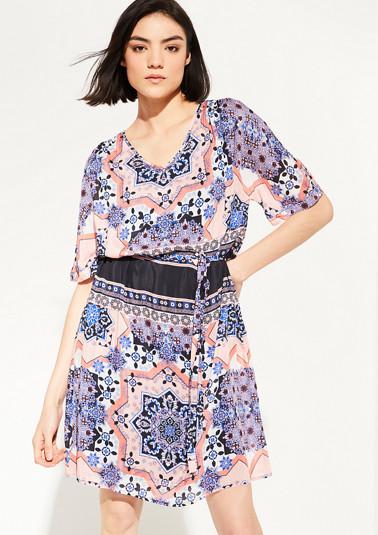 Zartes Kleid aus Seidensatin