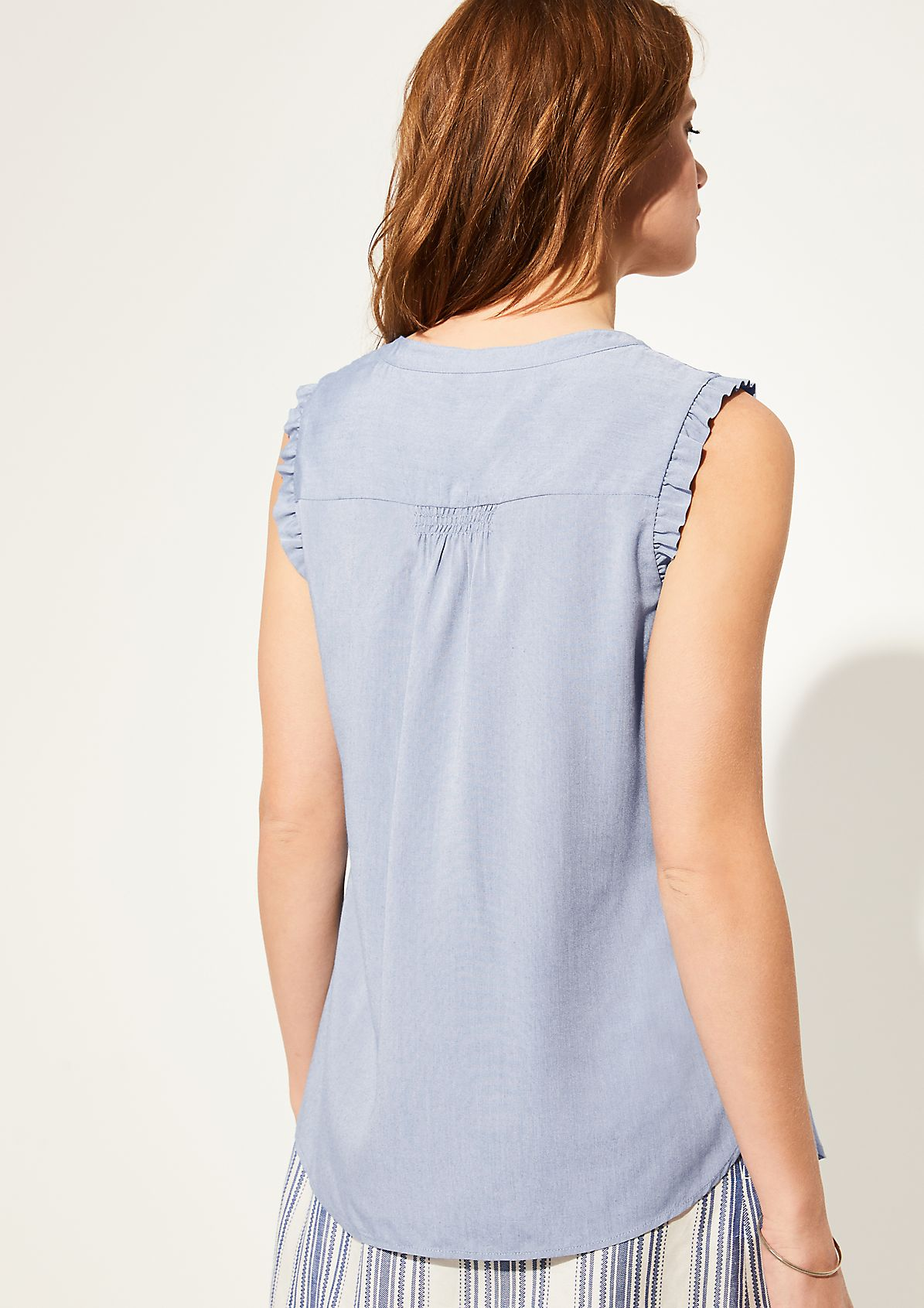 Chambray-Bluse mit gesmokter Passe