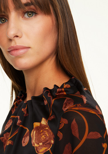 Blouse in a mix of materials with a frilled collar from comma