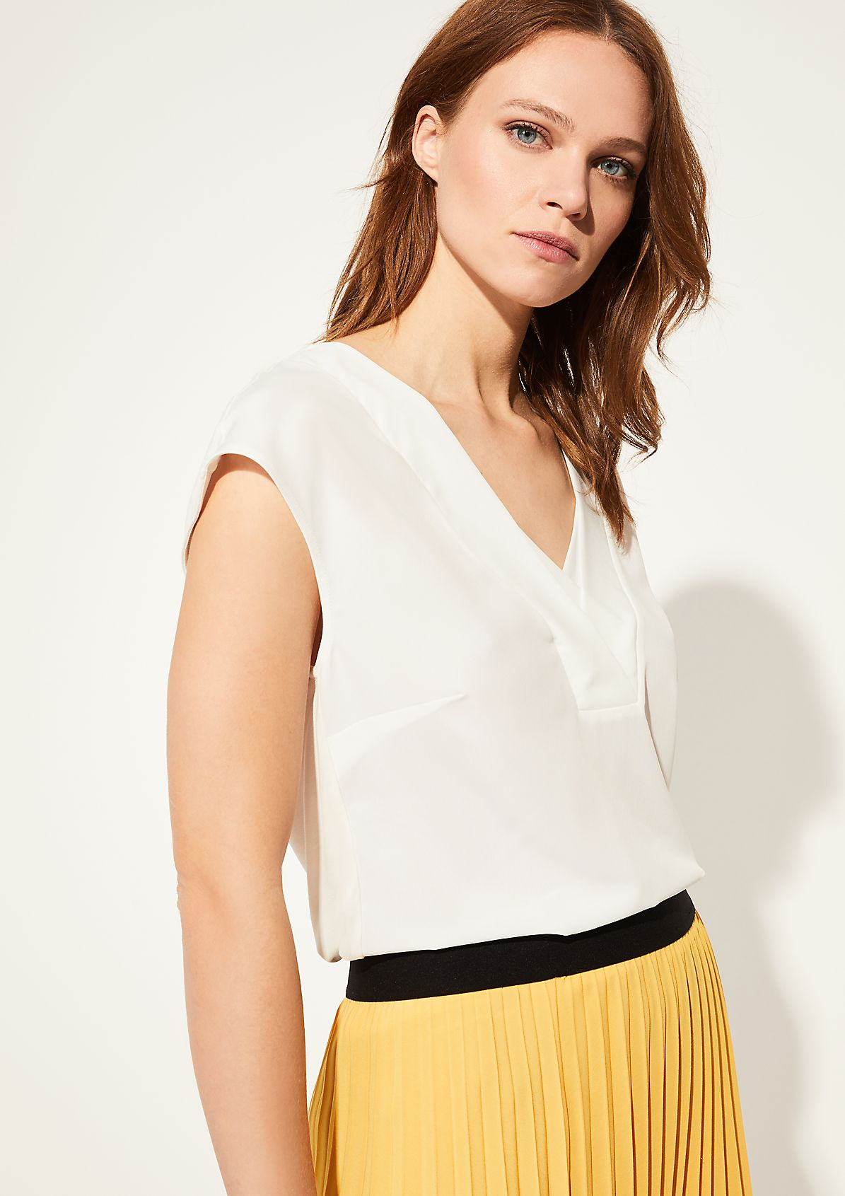 V-Neck-Shirt mit Blusenfront