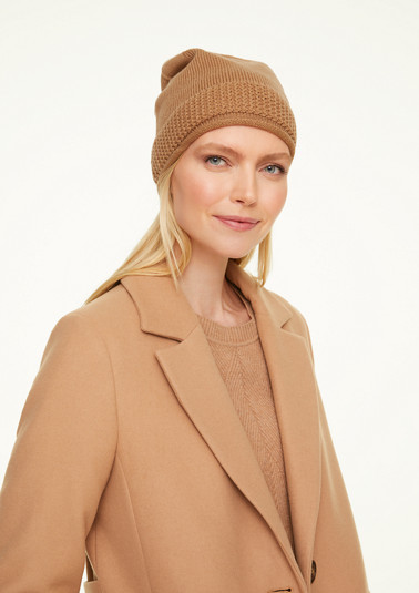 Soft knit hat in a solid colour from comma