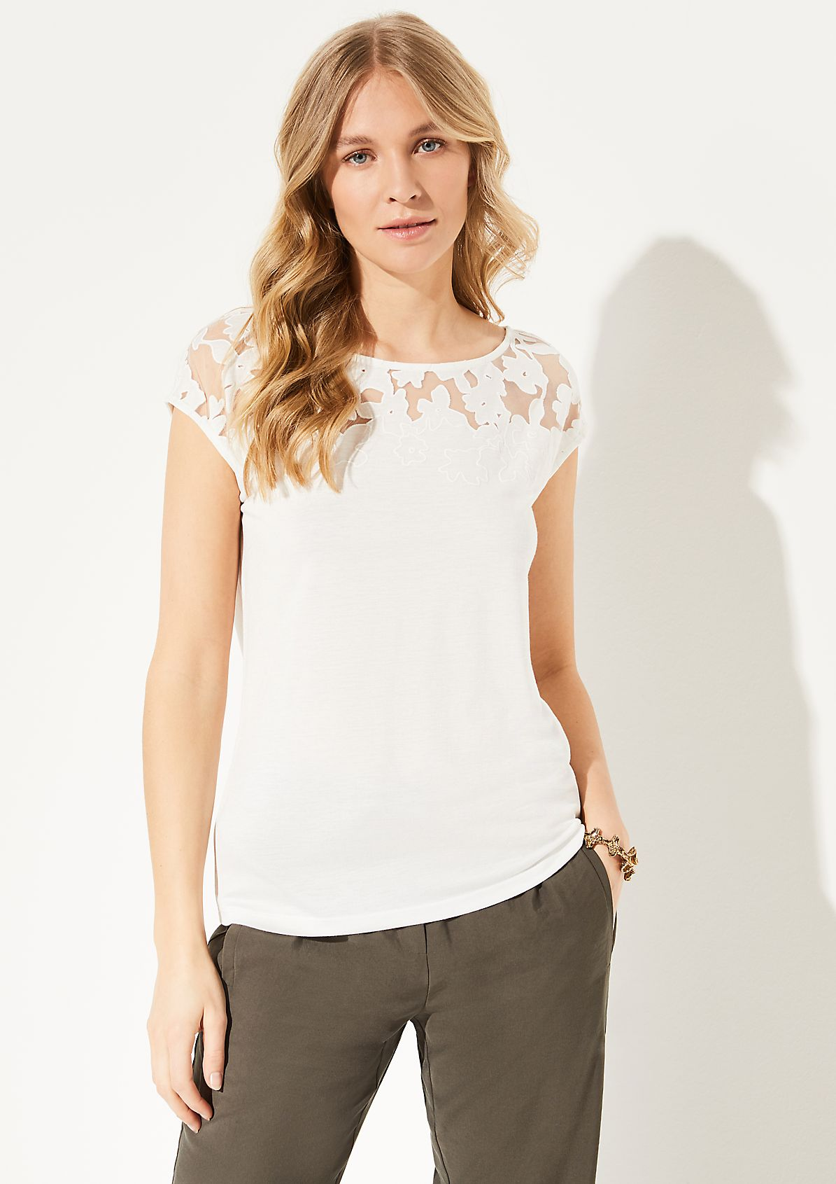 T-Shirt mit Spitzen-Passe