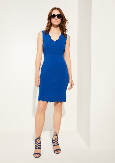 V-neck dress with scalloped edges from comma