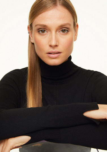 Turtleneck jumper with a rolled hem from comma