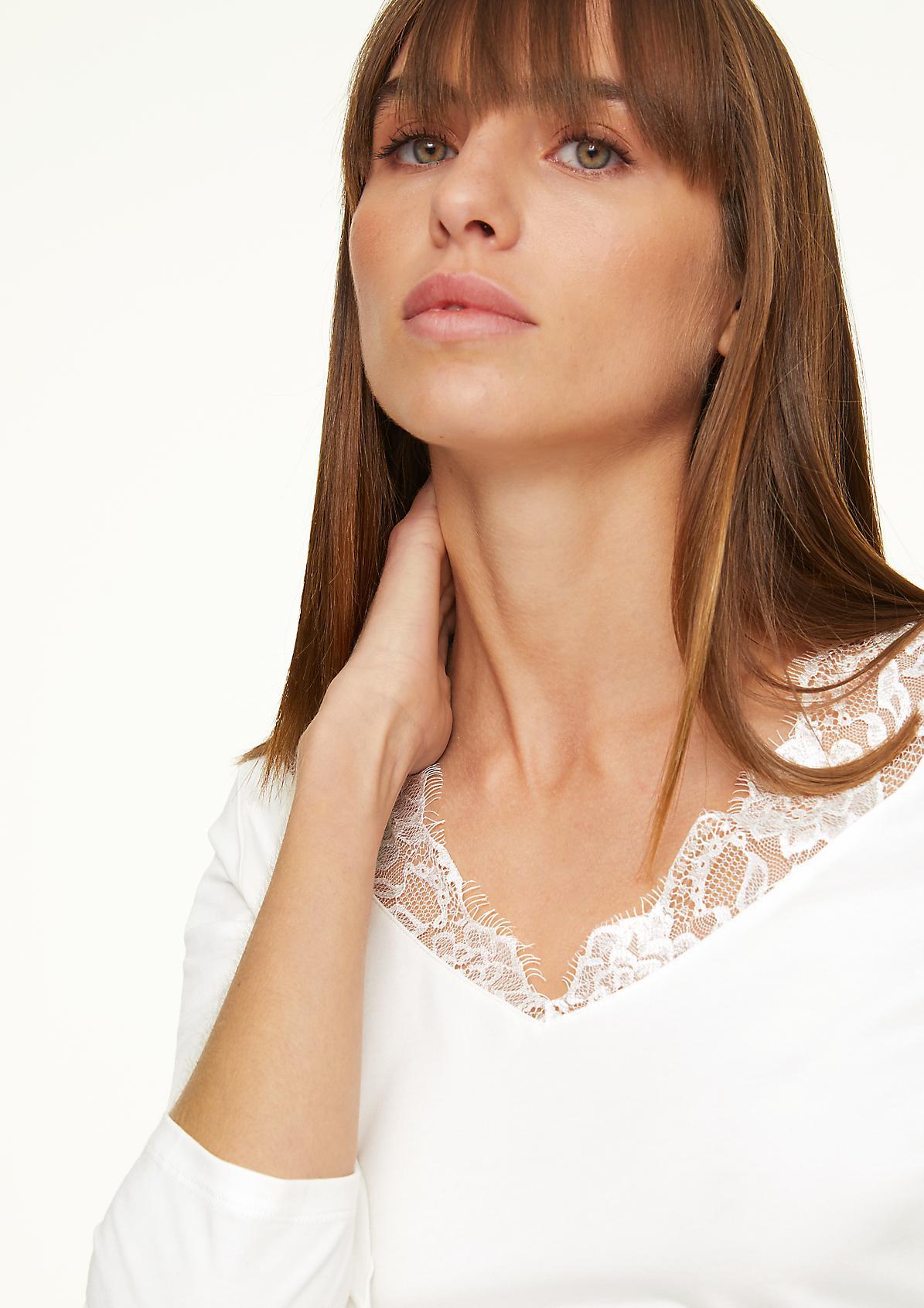 Jerseyshirt mit filigraner Spitze